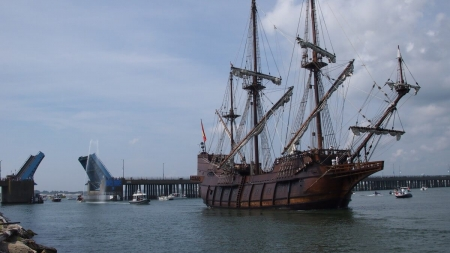 El Galeon is staying slightly longer than expected