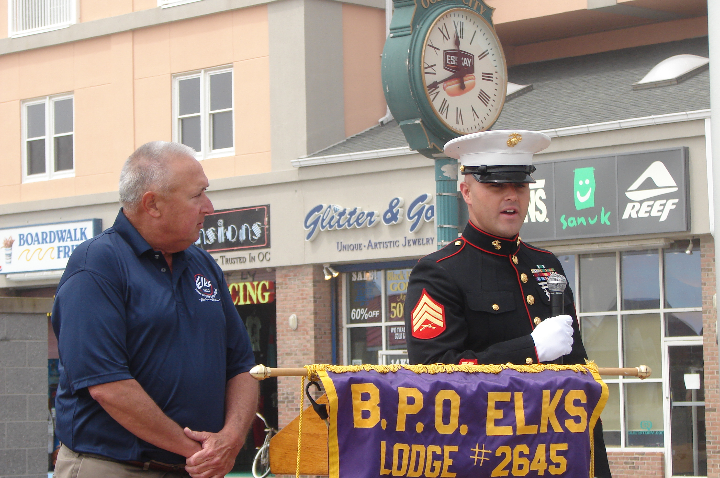 Elks dedicate Bdwk. military recognition banners for '15