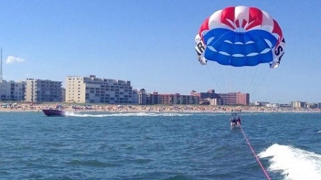 14 Reasons to Try Parasailing Photos