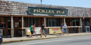 Nooner at Pickles Pub – Happy Hour Adventures