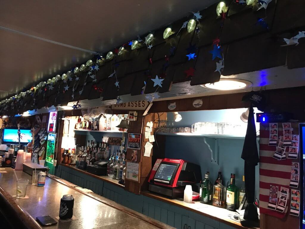 Decorated bar
